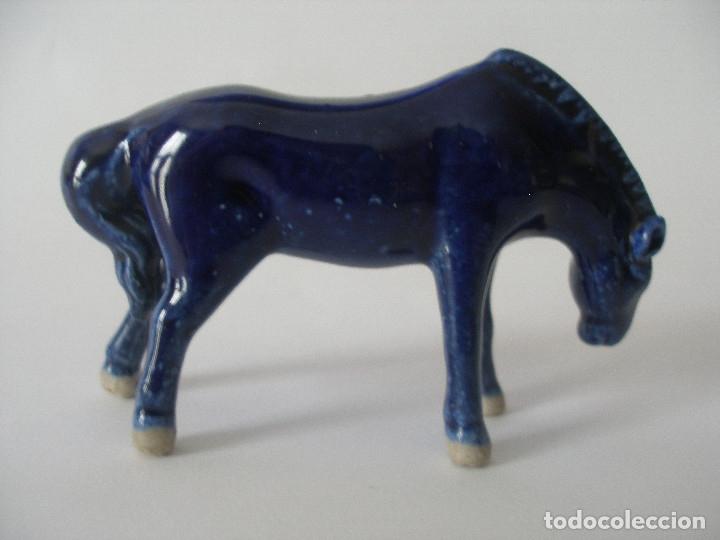 Vintage: Pareja de caballos porcelana azul cobalto años 60 - 70 - Foto 6 - 136362370