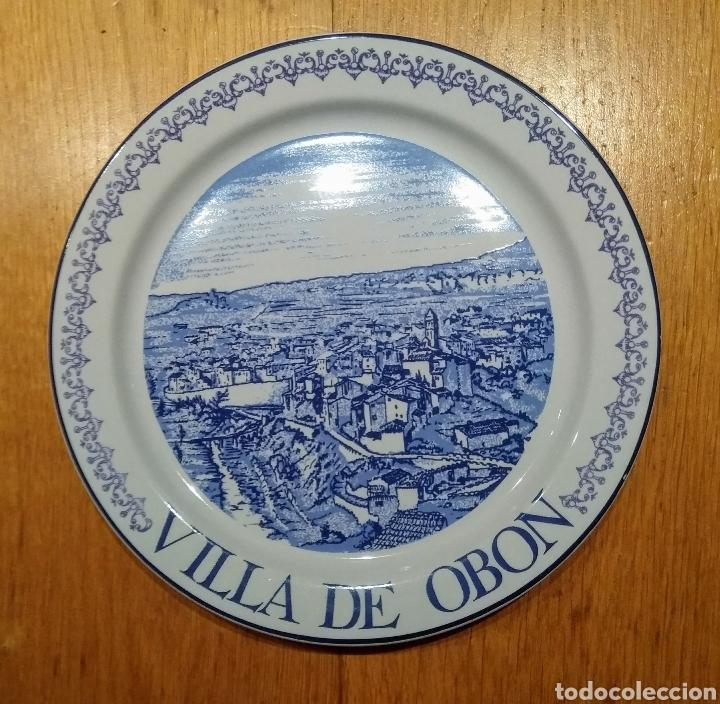 PLATO VILLA DE OBON. PORCELANAS ISARD (Vintage - Decoración - Porcelanas y Cerámicas)