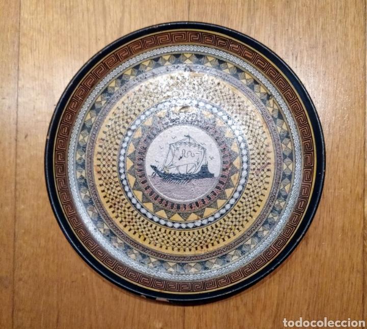 PLATO CERÁMICA DECORADO. GRECIA (Vintage - Decoración - Porcelanas y Cerámicas)