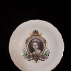 Vintage: PLATO CONMEMORATIVO QUEEN ELIZABETH II JUBILEO DE PLATA. Lote 147014112