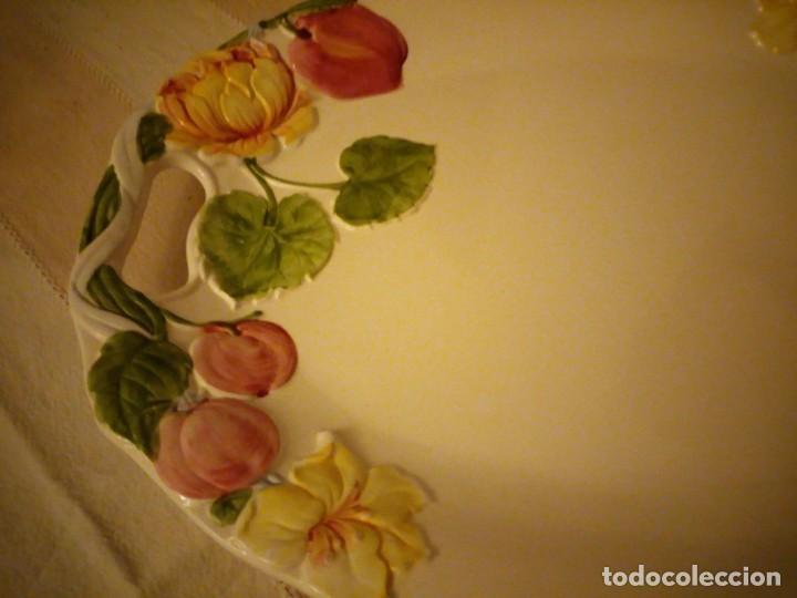 Vintage: Preciosa fuente de ceramica con flores en relieve,casual dining.Gran tamaño. - Foto 3 - 151624134