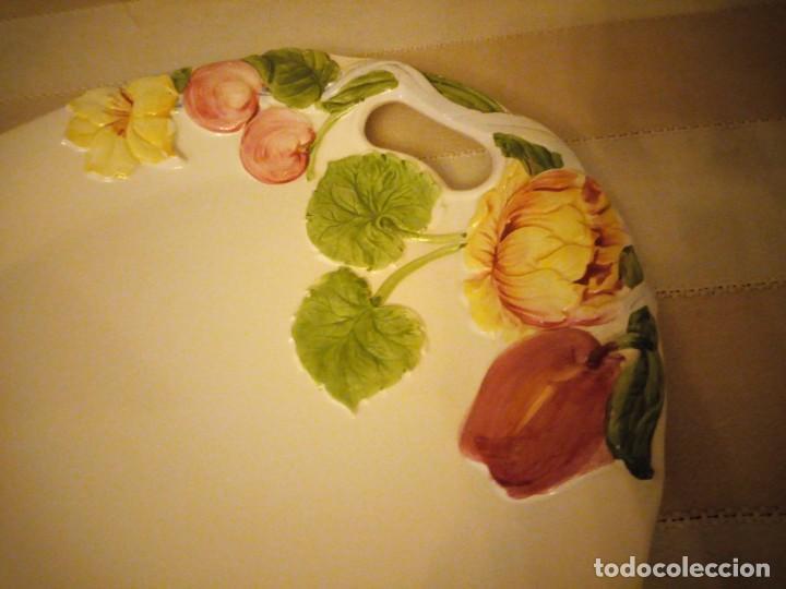 Vintage: Preciosa fuente de ceramica con flores en relieve,casual dining.Gran tamaño. - Foto 4 - 151624134