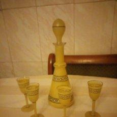 Vintage: PRECIOSA LICORERA Y 4 COPITAS DE LICOR DE CRISTAL COLOR AMARILLO Y DECORACIONES EN NEGRO,VINTAGE.. Lote 152154302