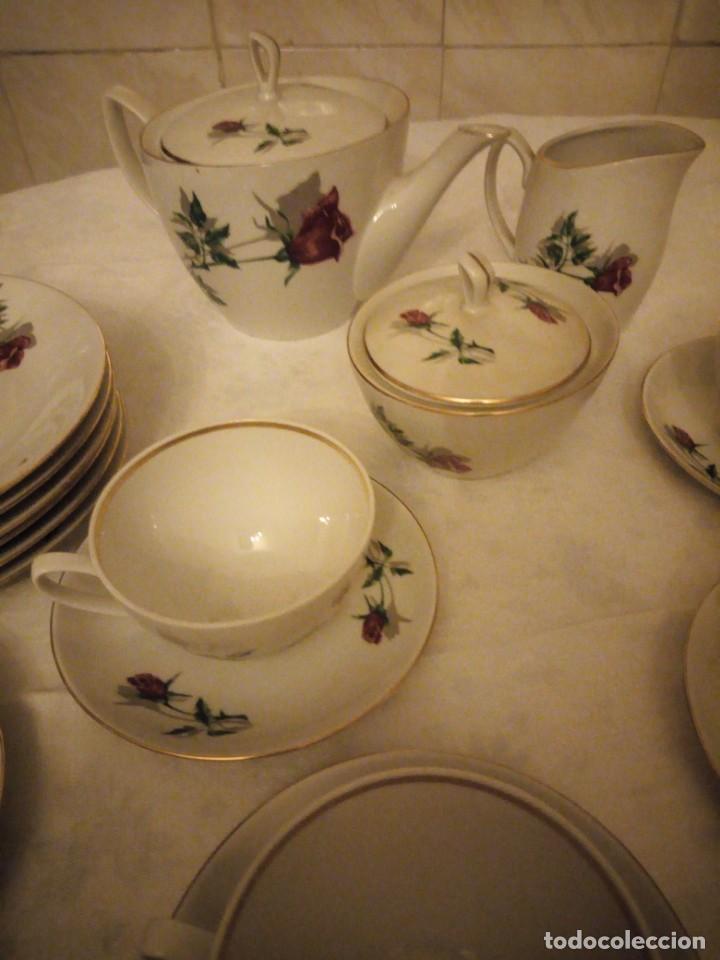 Vintage: Preciosa vajilla de café y postre de porcelana decorada con rosas rojas,no tiene marca - Foto 3 - 152370434