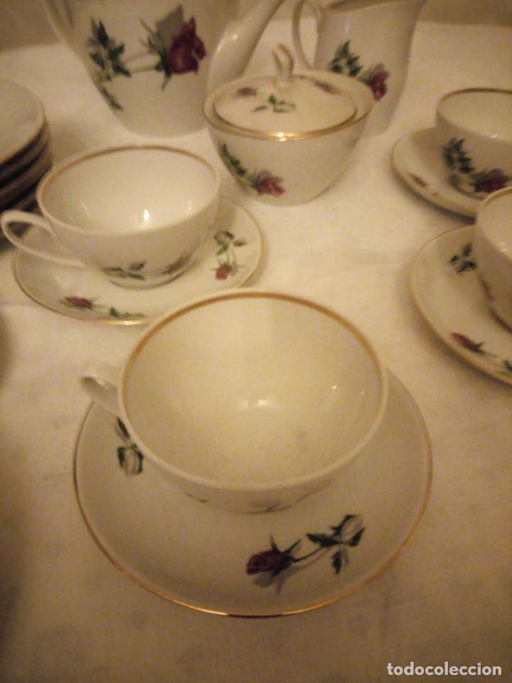 Vintage: Preciosa vajilla de café y postre de porcelana decorada con rosas rojas,no tiene marca - Foto 4 - 152370434