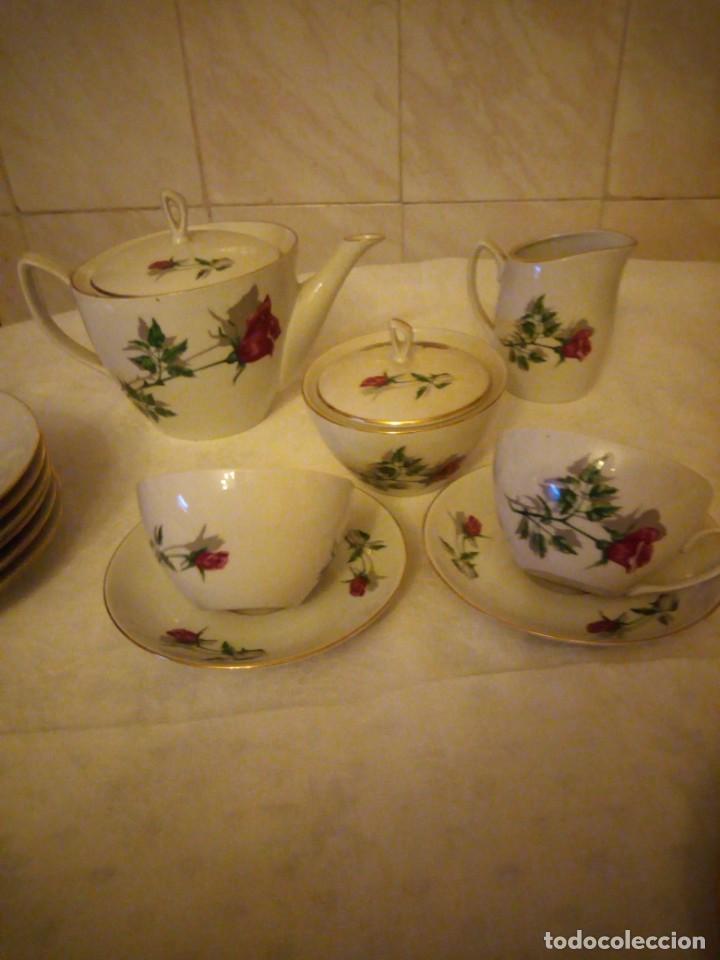 Vintage: Preciosa vajilla de café y postre de porcelana decorada con rosas rojas,no tiene marca - Foto 5 - 152370434