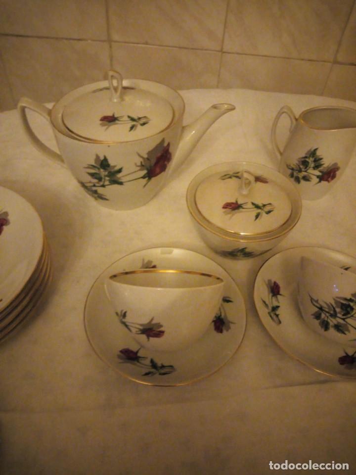Vintage: Preciosa vajilla de café y postre de porcelana decorada con rosas rojas,no tiene marca - Foto 6 - 152370434