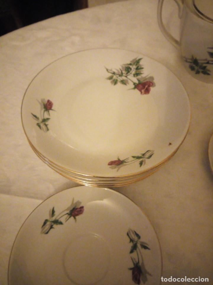 Vintage: Preciosa vajilla de café y postre de porcelana decorada con rosas rojas,no tiene marca - Foto 7 - 152370434
