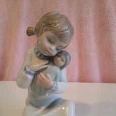 Vintage - Figura de cerámica de niña con bebé - 153536828