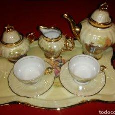 Vintage: LUJOSO.JUEGO DE TÉ/CAFÉ.ASAS Y BORDES ORO .ESCENA FREGONARD.. Lote 153984434