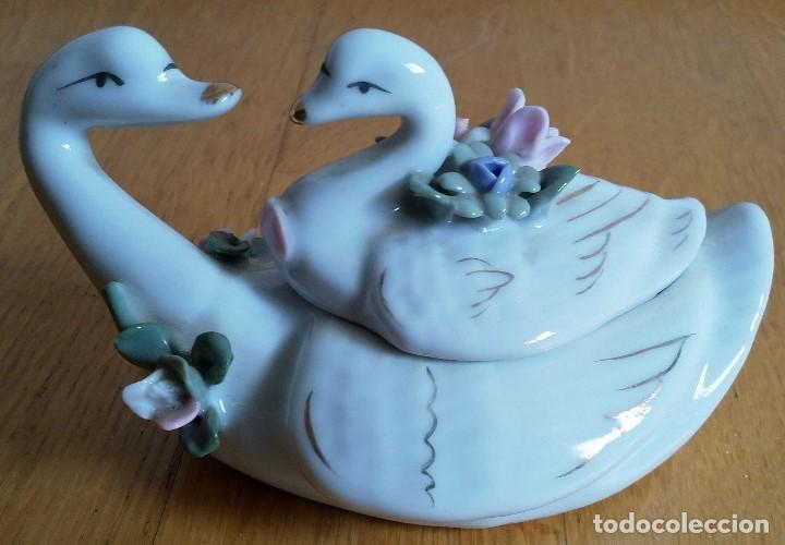 JOYERO CISNES DE PORCELANA (Vintage - Decoración - Porcelanas y Cerámicas)