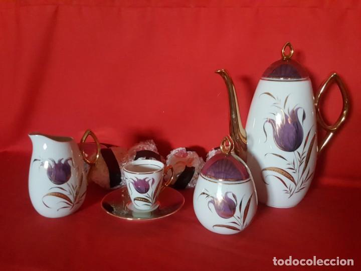 JUEGO DE CAFÉ O TÉ CAPEANS DE PORCELANA CON ADORNOS FLORALES. (Vintage - Decoración - Porcelanas y Cerámicas)