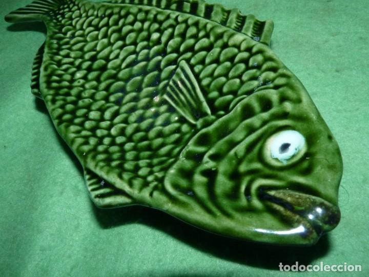 Vintage: Curiosa pequeña bandeja cerámica vintage forma pez pintada a mano marcaje colección - Foto 2 - 155524818