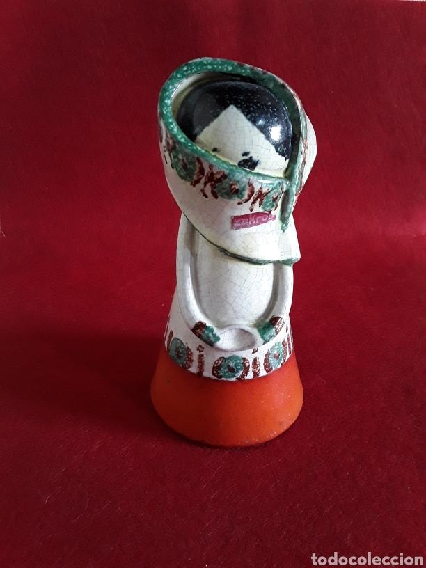 FIGURA DE PORCELANA GRIEGA ZAKROS (Vintage - Decoración - Porcelanas y Cerámicas)