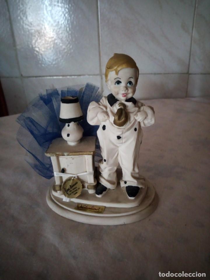 BONITA FIGURA DE NIÑO VALENTINOS MARFINIT,CON BOLSITA DE CARAMELOS,AÑOS 80 (Vintage - Decoración - Porcelanas y Cerámicas)