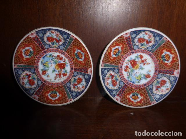 PAREJA DE PLATITOS ORIENTALES DECORADOS A MANO. (Vintage - Decoración - Porcelanas y Cerámicas)
