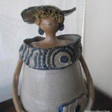 Vintage: FIGURA DE MUJER, MENINA, EN BARRO LIGERO Y CON ESMALTE QUEMADO EN HORNO. Lote 158088066