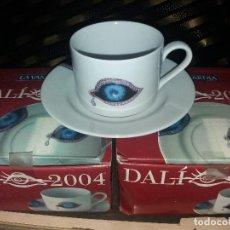Vintage: JUEGO DE 2 TAZAS CON PLATO DE CAFÉ CON LECHE -DALI 2004. Lote 159040334