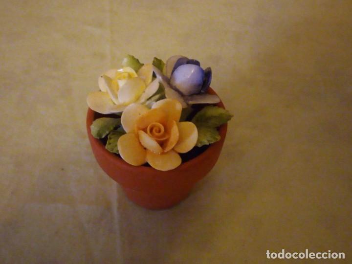 Vintage: Bonita maceta con flores de porcelana,sellada. - Foto 2 - 159412662