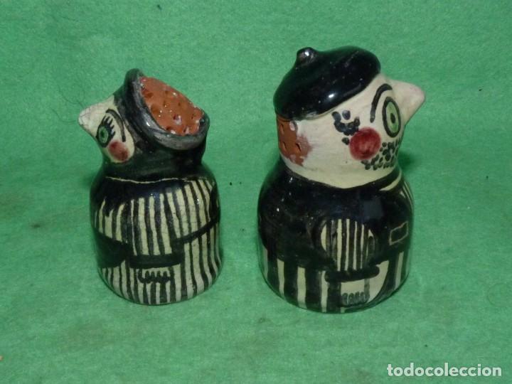 DIVERTIDOS SALERO PIMENTERO CERÁMICA FIGURAS PAREJA PERSONAJES PÌNTADO A MANO COLECCION (Vintage - Decoración - Porcelanas y Cerámicas)