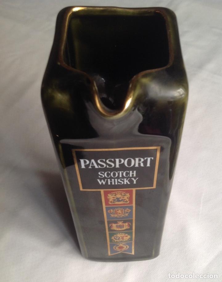 JARRA DE CERÁMICA WHISKY PASSPORT (Vintage - Decoración - Porcelanas y Cerámicas)