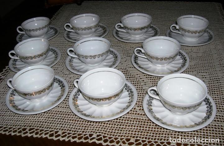10 TAZAS DE CAFÉ CON SUS PLATOS A JUEGO. PORCELANA BLANCA CON DETALLES DORADOS. (Vintage - Decoración - Porcelanas y Cerámicas)