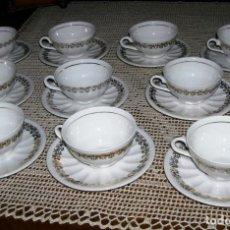 Vintage: 10 TAZAS DE CAFÉ CON SUS PLATOS A JUEGO. PORCELANA BLANCA CON DETALLES DORADOS.. Lote 162635122