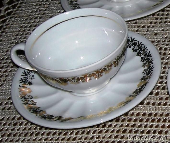 Vintage: 10 tazas de café con sus platos a juego. Porcelana blanca con detalles dorados. - Foto 2 - 162635122