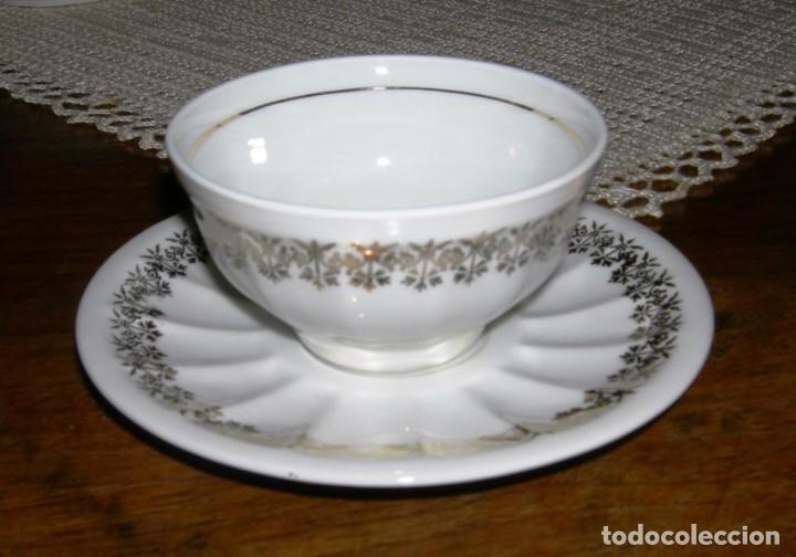 Vintage: 10 tazas de café con sus platos a juego. Porcelana blanca con detalles dorados. - Foto 3 - 162635122