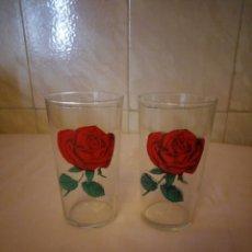 Vintage: BONITO TU Y YO 2 VASOS DE CRISTAL CON ROSAS ROJAS.. Lote 163078018