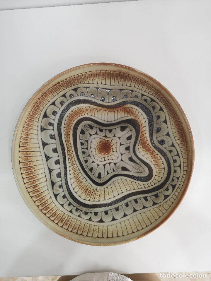 PLATO CERÁMICA DISEÑO FIRMADO VINTAGE (Vintage - Decoración - Porcelanas y Cerámicas)
