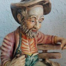 Vintage: ANTIGUA FIGURA HOMBRE ESTILO CAPODIMONTE CON PALOMA, MARCA ONMAR. Lote 163451336