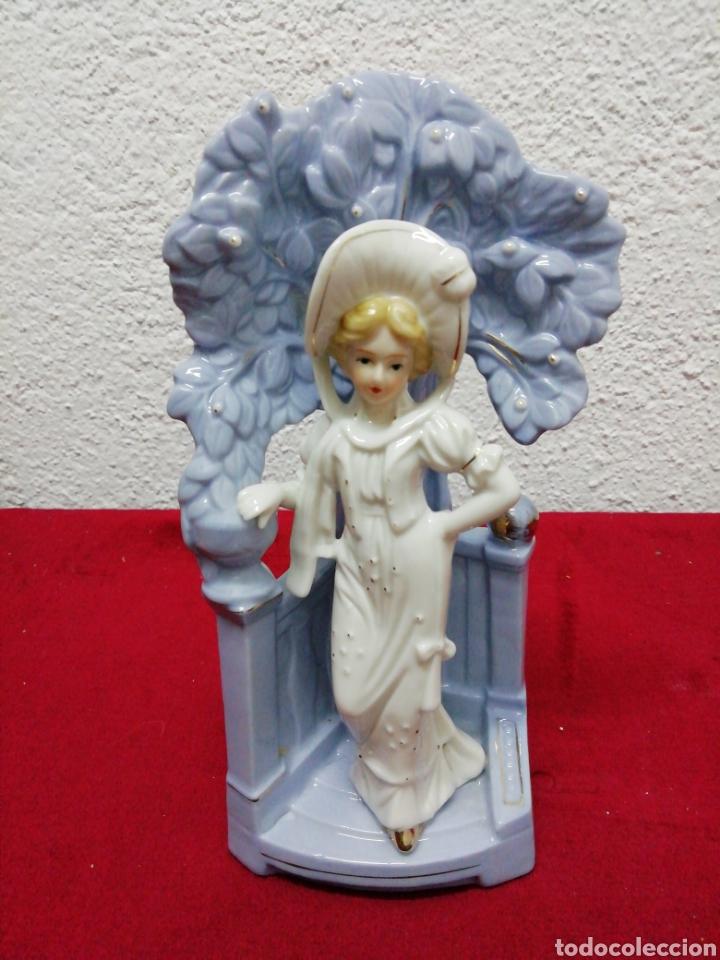 FLORERO DE PORCELANA THE LEONARDO COLLECTION. ALTURA 21CM. (Vintage - Decoración - Porcelanas y Cerámicas)