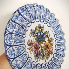 Vintage: GRAN PLATO POLILOBULADO DE CERAMICA DE TALAVERA 41CM - NUMERADO Nº 24 - PINTADO A MANO. Lote 166708770