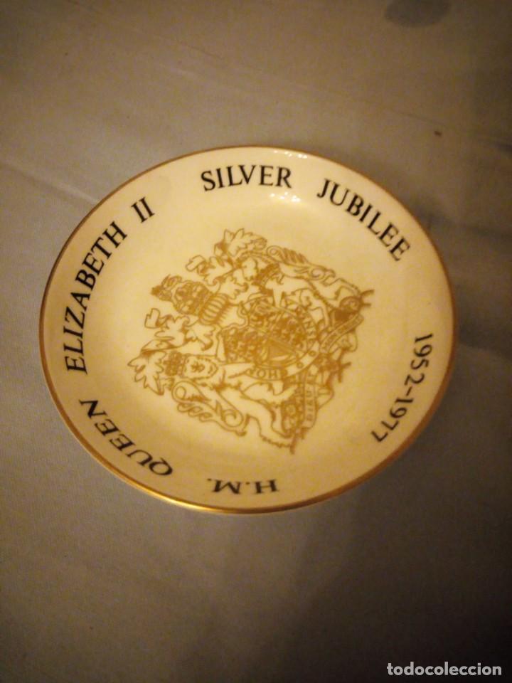 Vintage: Peqeño plato porcelana h.m. queen elizabeth ii silver jubilee,royal worcester 1976 - Foto 2 - 167192688