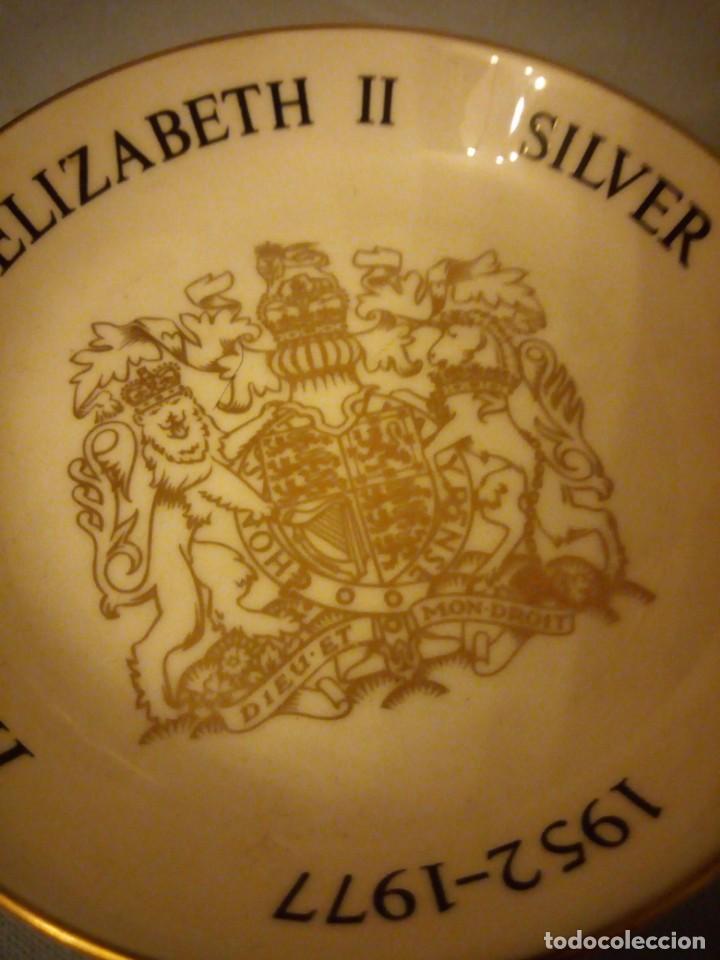 Vintage: Peqeño plato porcelana h.m. queen elizabeth ii silver jubilee,royal worcester 1976 - Foto 4 - 167192688