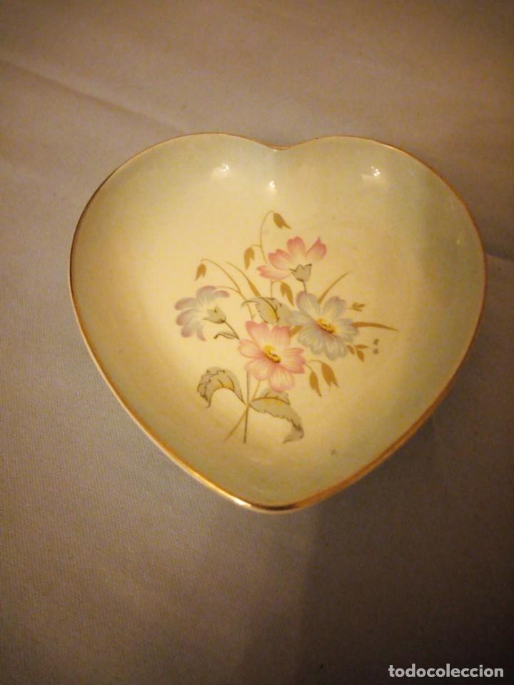 Vintage: Pequeño plato forma de corazon para los anillos,porcelana royal worcester palyssy england. - Foto 2 - 167193324