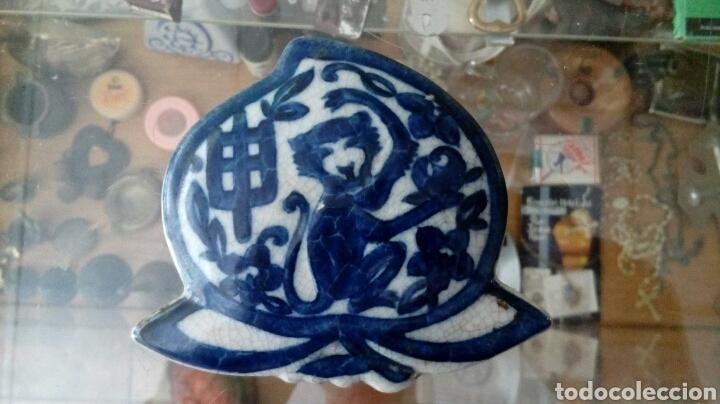 ANTIGUA TAPA DE PORCELANA (Vintage - Decoración - Porcelanas y Cerámicas)