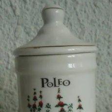 Vintage: ALBARERO TARRO BOTE FARMACIA DE HIERBAS ESPECIAS POLEO EN PORCELANA 10,5 X 5,5 CM. Lote 37050993