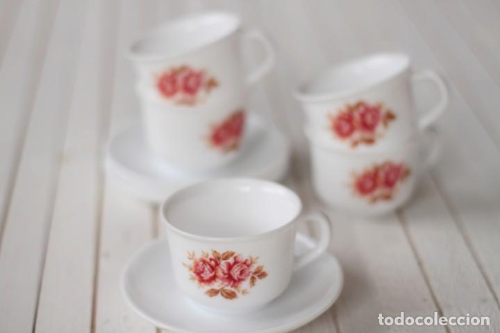 LOTE 5 TAZAS Y 4 PLATOS DE CAFÉ OPALINA SERIGRAFIADOS CON MOTIVOS FLORALES - VINTAGE (Vintage - Decoración - Cristal y Vidrio)