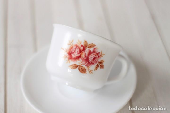 Vintage: Lote 5 tazas y 4 platos de café opalina serigrafiados con motivos florales - Vintage - Foto 5 - 168888052