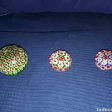 Vintage: LOTE 3 PISAPAPELES CRISTAL FORMA DE BOLA CON FLORES EN EL INTERIOR. Lote 169348986