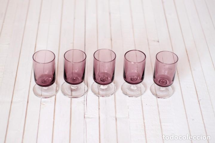 LOTE 5 COPAS LUMINARC O SIMILAR, EN COLOR LILA - VINTAGE (Vintage - Decoración - Cristal y Vidrio)