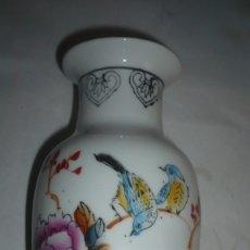 Vintage: JARRÓN CHINO DE CERÁMICA. Lote 172380947