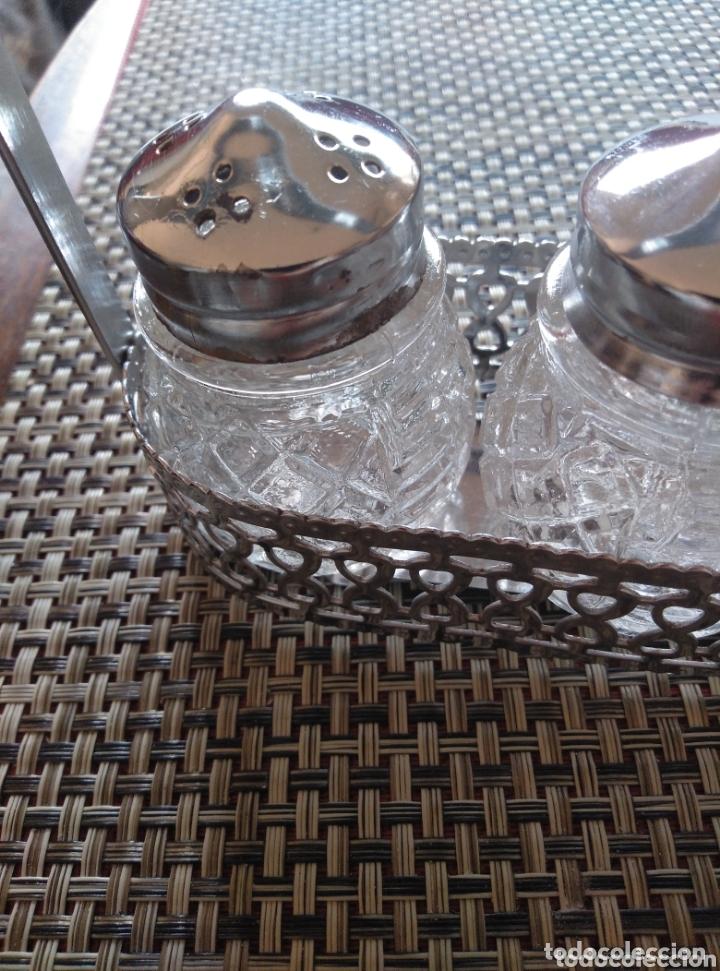Vintage: Juego de mesa salero pimentero y mostaza vidrio tapas metálicas. Ca 1950. Largo 15, alto 10 cm - Foto 2 - 174069275