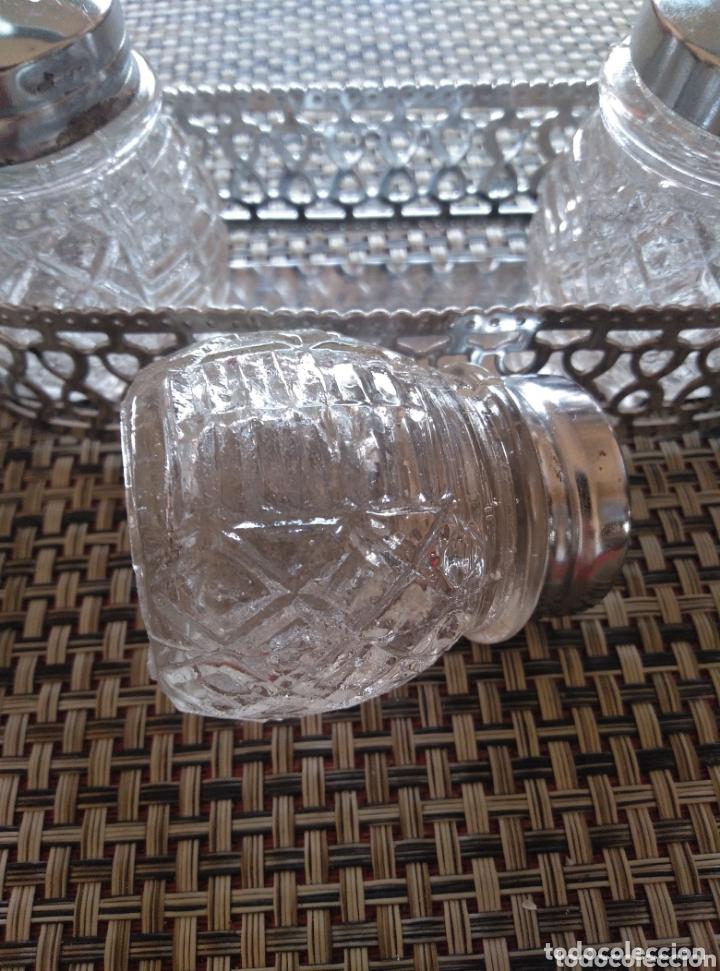 Vintage: Juego de mesa salero pimentero y mostaza vidrio tapas metálicas. Ca 1950. Largo 15, alto 10 cm - Foto 3 - 174069275