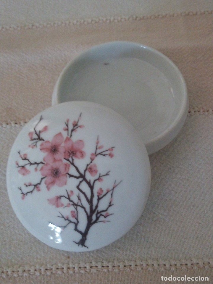BONITO JOYERO DE PORCELANA,MADE IN TAIWAN. (Vintage - Decoración - Porcelanas y Cerámicas)