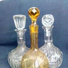 Vintage: LOTE DE 3 BOTELLAS DE VIDRIO PARA LICOR TALLADAS. 24CMX12CM Y 24CMX10CM.. Lote 175520555