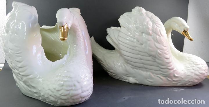 Vintage: Pareja de maceteros centros en forma de cisnes en cerámica blanca vidriada siglo XX - Foto 3 - 175596463