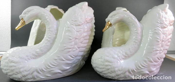 Vintage: Pareja de maceteros centros en forma de cisnes en cerámica blanca vidriada siglo XX - Foto 4 - 175596463